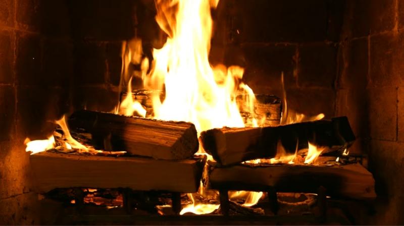 网飞《家有壁炉》节目一小时全都在烧柴火,超治愈「劈啪声」曾创下高收视率? !