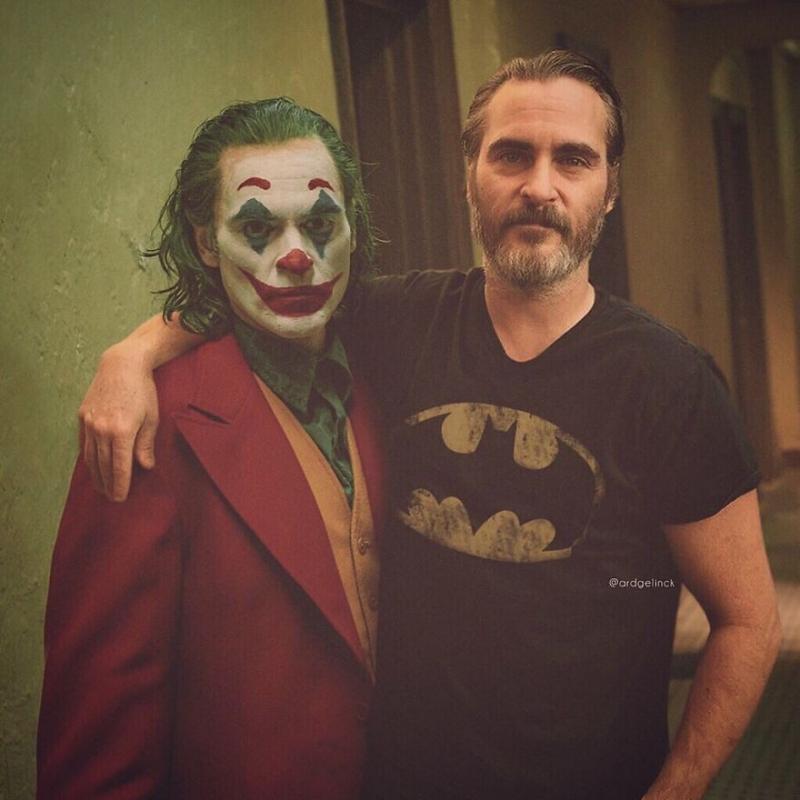艺术家将「演员和经典角色」P 成梦幻合照,瓦昆菲尼克斯搂着《小丑》太逼真!